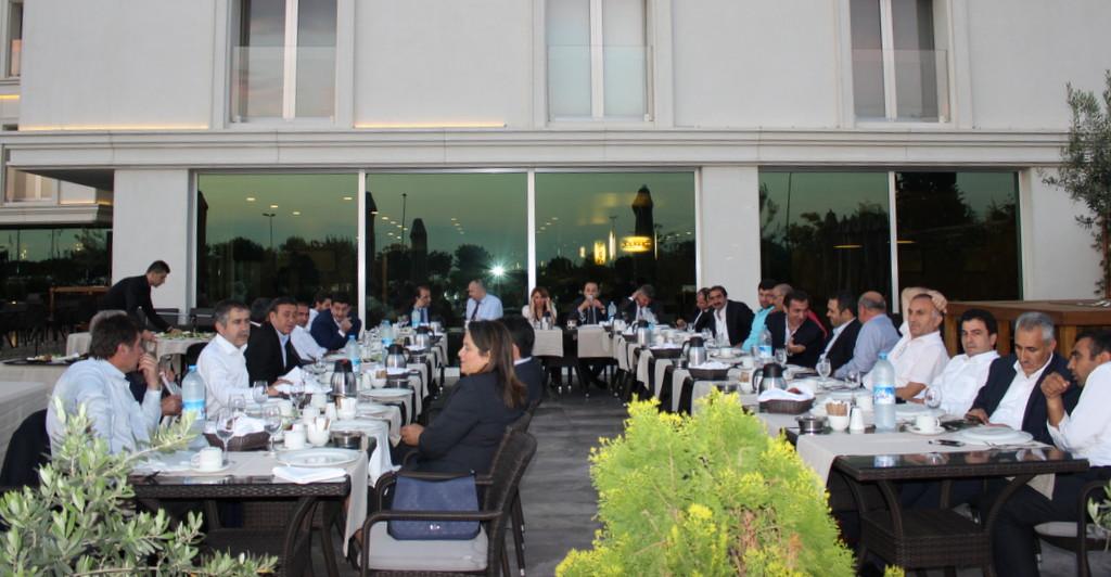 AKBANK, �zula� A�. Y�netimine iftar yeme�i verdi